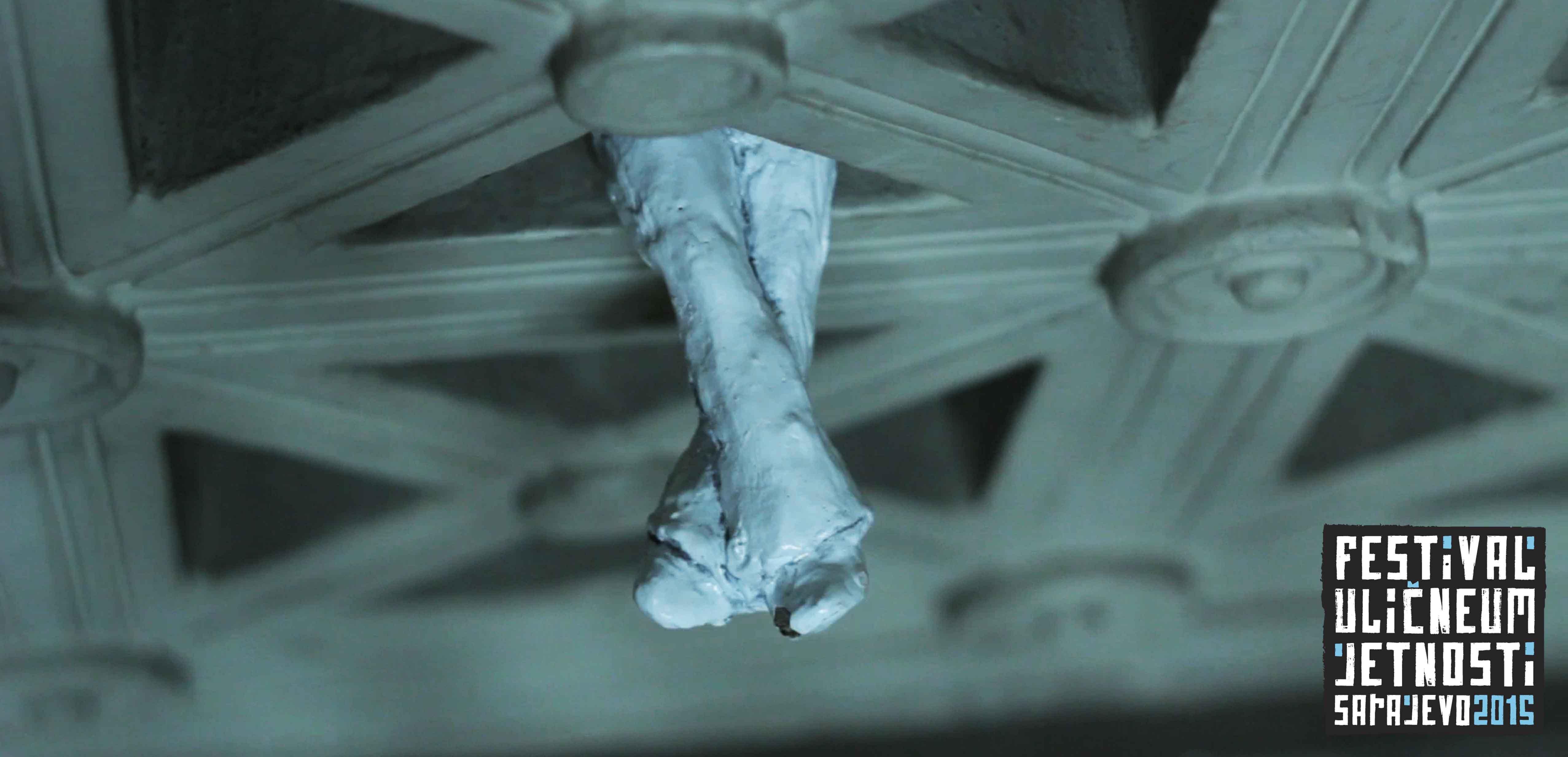 Everyman odmara na stepenicama, Marijin Dvor